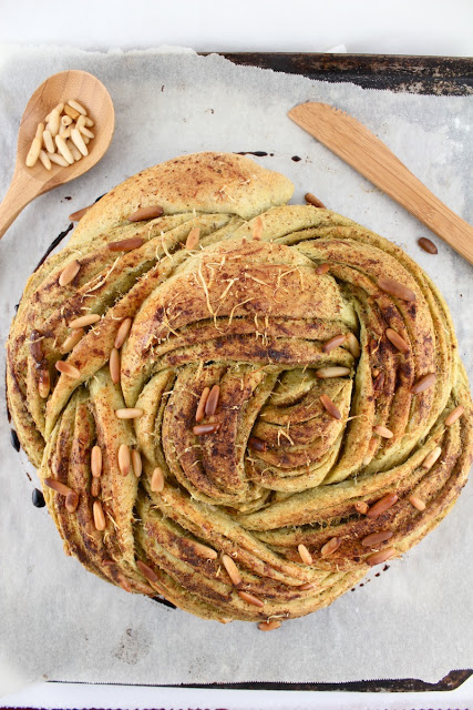 Pesto Parmesan Rose Loaf II